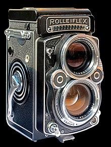 تعرفوا معنا على الكاميرات العاكسة ثنائية العدسة Twin-lens reflex camera..(وتختصر بالإنجليزية TLR Camera) هي نوع من أنواع الكاميرات الفوتوغرافية لها عدستين لرؤية الموضوع لهما نفس البعد البؤري..