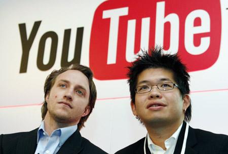 تعالوا نعرفكم على موقع#اليو تيوب You Tube..وهو موقع ويب يسمح لمستخدميه برفع التسجيلات المرئية مجانا ومشاهدتها عبر البث الحي (بدل التنزيل) ومشاركتها والتعليق عليها وغير ذلك. أسسه في 14 فبراير سنة 2005م.. ثلاث موظفين سابقين من شركة باي بال هم ( تشاد هيرلي وستيف تشين وجاود كريم) في مدينة سان برونو.. ماهي قصة نجاح يوتيوب.. ومن هو صاحب الفكرة..ومن المؤسس لها..