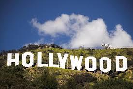 تعالوا نتعرف معاً على العملاقة العالمية سينما#هوليوود Hollywood..إمبراطورية صناعة السينما العالمية.أول فيلم في هوليود عام 1908م.وهي منطقة في مقاطعة لوس أنجلوس في ولاية كاليفورنيا في الولايات المتحدة الأمريكية تقع بين الغرب والشمال الغربي لمركز مدينة لوس أنجلوس. سبب شهرتها وجود استوديوهات السينما والنجوم العالميين فيه>