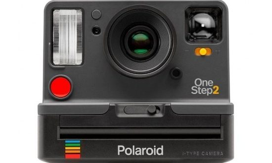تعالوا معنا نتعرف بالصور على #شركة_ بولارويد Polaroid Corporation ..وهي شركة أمريكية مرخصة للعلامة التجارية ومسوقة لمحفظتها من الإلكترونيات الاستهلاكية للشركات التي توزع الإلكترونيات الاستهلاكية والنظارات . وتشتهر بأفلامها وكاميراتها الفورية من بولارويد ..