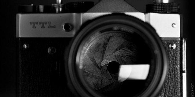 نقدم لكم #سلسلة_ نصائح_ للصحفيين.. بشأن #تصوير_ مقاطع_ الفيديو_ والتقاط _الصور.. ويتناول ما ينبغي إلتقاطه في الصورة، والأخطاء التي يرتكبها المصوّرون الهواة، بالإضافة إلى إيجابيات التصوير الفوتوغرافي وسلبياته..- مشاركة :شبكة الصحفيين الدوليين.
